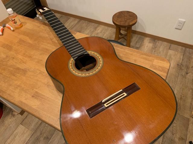クラシックギターの弦交換 弦を外す