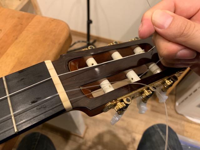 弦を引っ張る